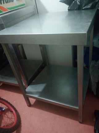 mesa de acero inoxidable con balda