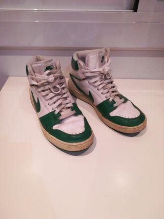 c472410bf0c Zapatillas de baloncesto de segunda mano en Barcelona en WALLAPOP