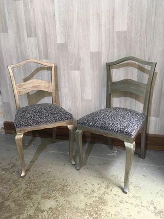 Dos sillas restauradas con tapiceria nueva