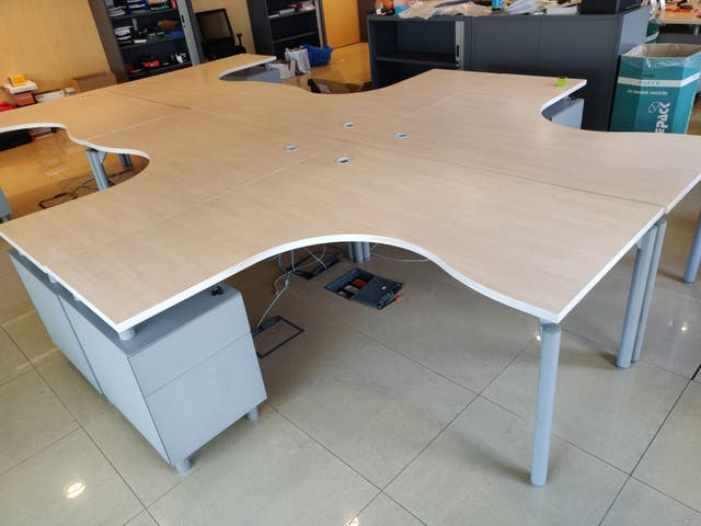 10 Mesas de oficina 1\'60*1\'60 de segunda mano por 130 € en ...