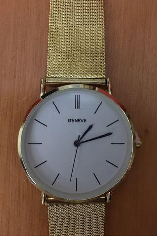 Reloj de pulsera dorado