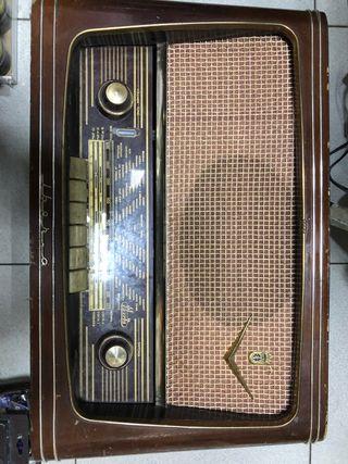 Radio antigua válvulas Iberia