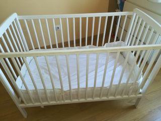 Cuna + colchón de bebé