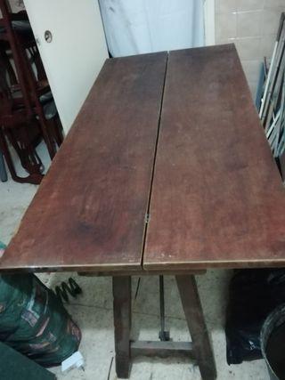 mesa de libro antigua