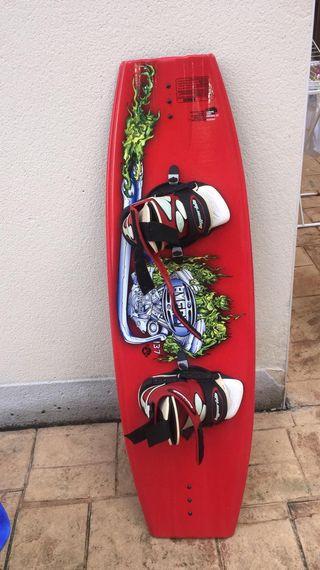 Tabla de wakeboard hyperlite byerly 137