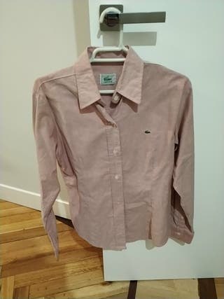 Camisa Lacoste entallada rosa