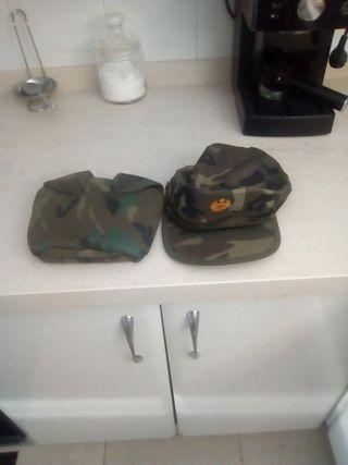 gorra y funda de cantimplora militar