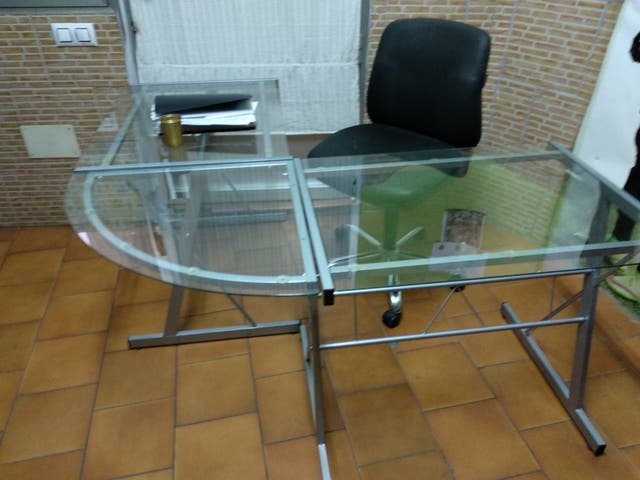 Mesa de oficina de cristal de segunda mano por 100 € en Los ...