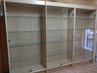 Mueble tres módulos baldas y puertas cristal