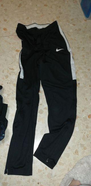 6e6ed83176 Pantalones Nike de segunda mano en la provincia de Badajoz en WALLAPOP