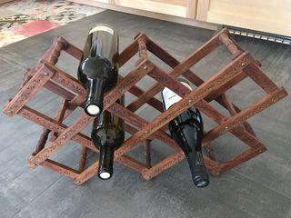 Botellero plegable de madera trabajada