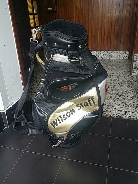 a71bac8a1b Mochila de golf las dos de segunda mano por 100 € en Zarautz en WALLAPOP