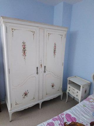 dormitorio juvenil vintage: armario, cama, cómoda