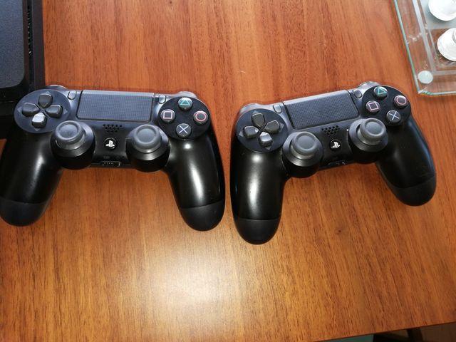 PS4 500 GB + 4 JUEGOS + 2 MANDOS + MOCHILA
