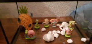 acuario con figuras de Bob esponja