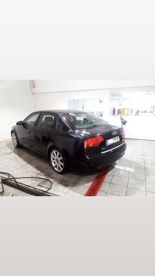 Audi A4 S-Line V6