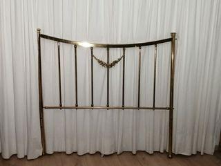Cabecero dorado cama matrimonio
