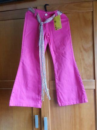 Pantalón niña color fucsia. Talla 6. Con cinturón.