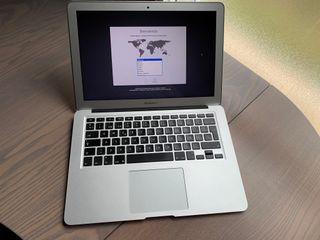 Macbook 13 pulgadas, i5, SSD con 8G de Ram