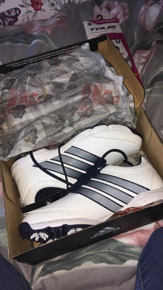Women's size 6 NEW golf shoes