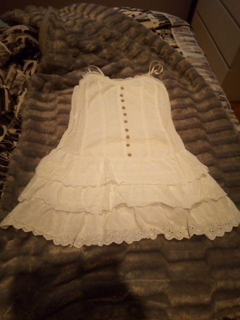 precioso vestido blanco con volantes