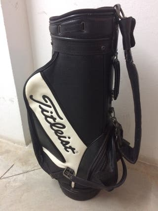 Se vende bolsa y palos de golf