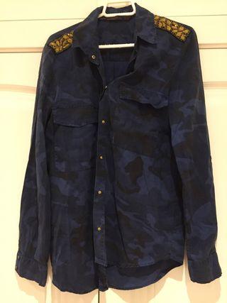 Camisa azul marino de Zara