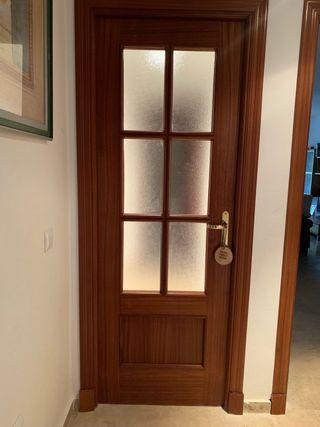 Puerta con cristalera