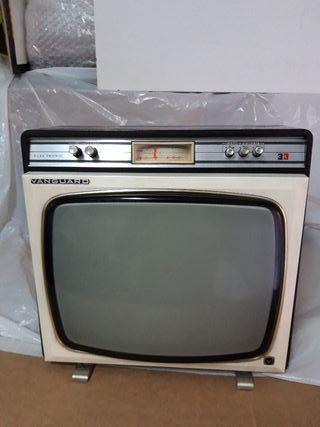 tv portatil vanguard en blanco y negro