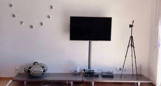 Mueble de diseño para salón bajo tele .Decoracion