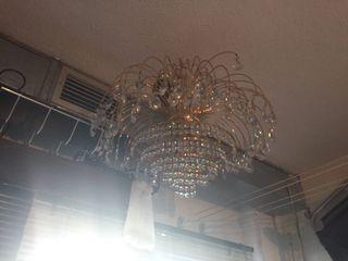 Preciosa lámpara de cristales