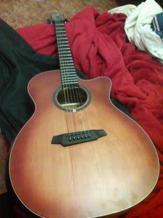 Guitarra acustica OQAN nueva