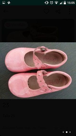 zapatos charol rosa. talla 23