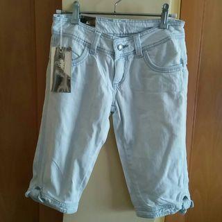 Jeans cortos lazos.
