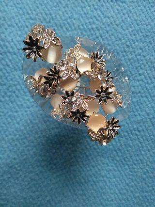 Horquilla con adorno perla y flor negra