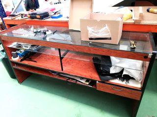Mostrador madera y cristal