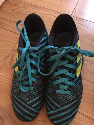 Botas fútbol tacos Adidas nemeziz talla 34