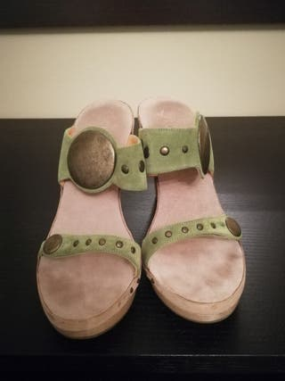 sandalias se madera