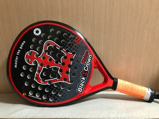 Pala de padel Black Crown seminueva.