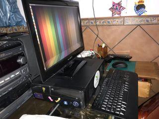 Ordenador y pantalla Tv