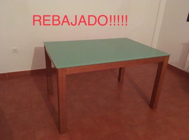 Mesa comedor tipo IKEA cristal y madera de segunda mano por 40 € en ...