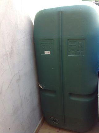 Se vende bidón de agua de 2000 litros