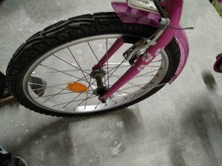 Bicicleta de 20 pulgadas en muy buen estado.Bonita