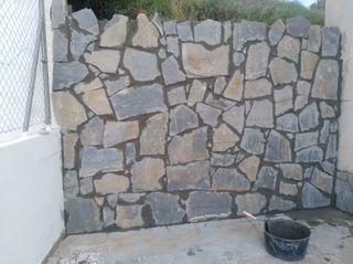 Albañil, pared de pizarra