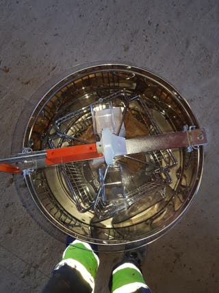 medidas 25cm de ancho y el alto 41cm extractor