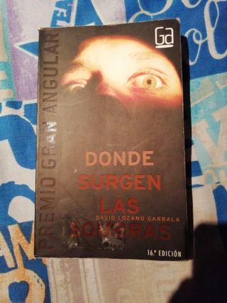 """Libro """"Donde surgen las sombras""""."""