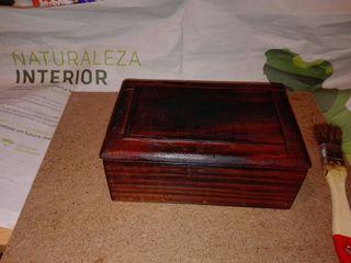 Caja de madera restaurada