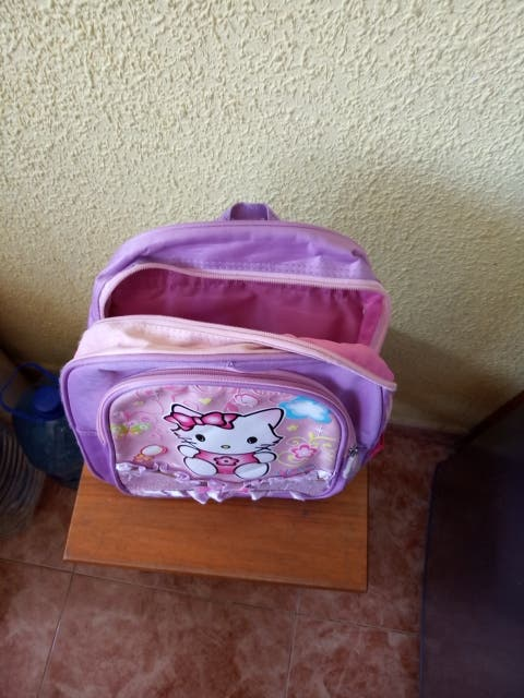 mochila de niña color fucsia