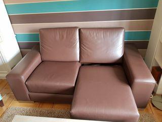 Sofá piel marrón 2 plazas extensible