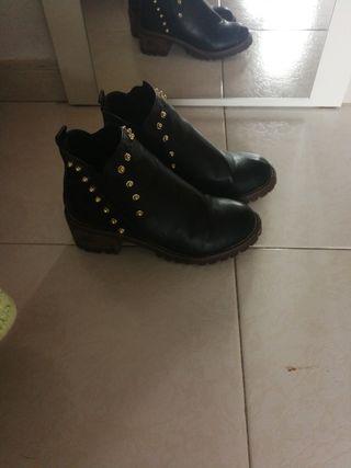 botines de tachuelasn° 38